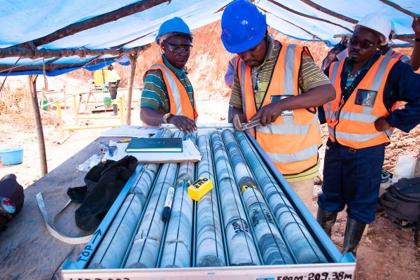 Examining Adumbi diamond drill core